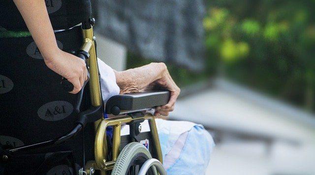 介護業界の人手不足の原因とは?課題解決のための対策を紹介