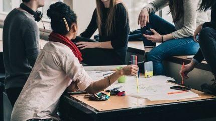 アサーティブ・コミュニケーションとは?上手に自己主張するポイントや具体例、トレーニング方法を解説